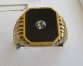 bold Vintage Mens costume golden ring with Rhinestone solitare against onyx like background - size 11