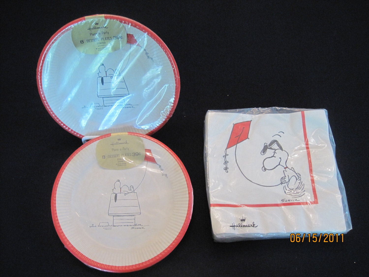 snoopy paper plates and napkins. Black Bedroom Furniture Sets. Home Design Ideas