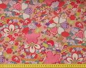 Tissu motifs fleuris fond rose- 50 cm