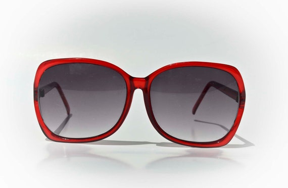 Red Vintage Sunglasses Medium Black Lenses -Sexy-