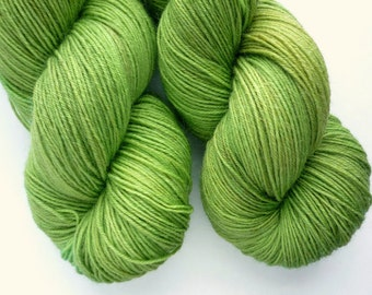 BFL Sock Yarn - Hand Dyed 75/25 BFL/Nylon Fingering Weight Yarn in Orion Colorway