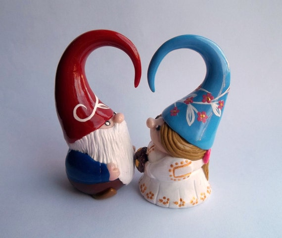 Kissing Gnomes Cake Topper