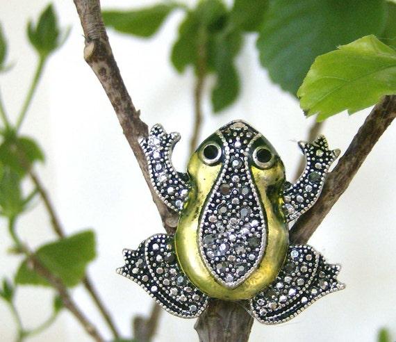 frog ring, frog bling ring, lime green frog ring, reptile ring, metallic green frog ring, statement ring