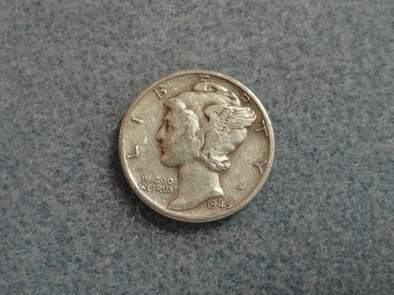 Circulated Vintage 1945 Mercury SILVER Dime. - Very nice.