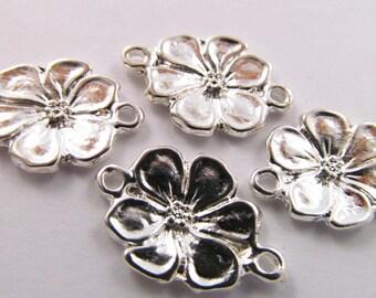 4 Vintage 20mm Floral Silverplated Two Loop Metal Connectors Con17