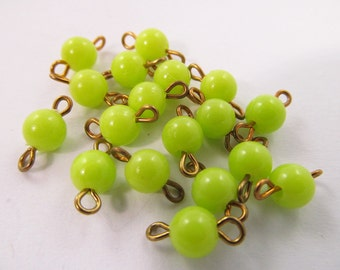 20 Vintage 12mm Plastic Lime Bead and Brass Connectors Con26