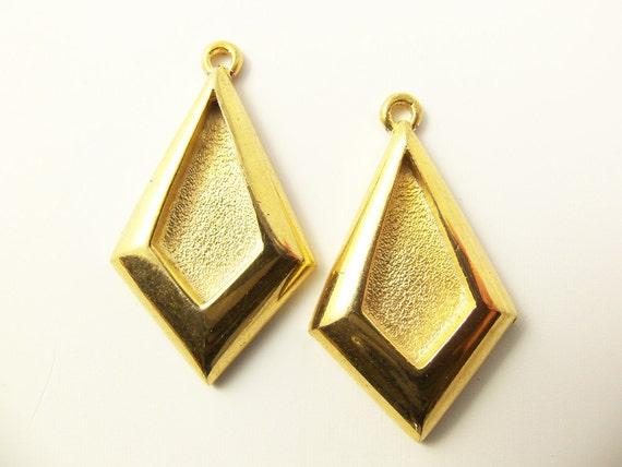 2 Vintage Gold Plated Bezel Pendants Mt06