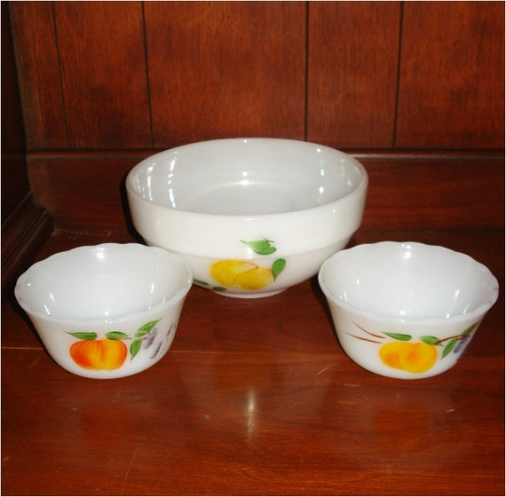 SALE ... Small Fire-King Berry Bowl Set 3 pieces
