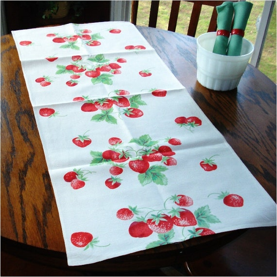 Vintage Cotton Table Runner Strawberries