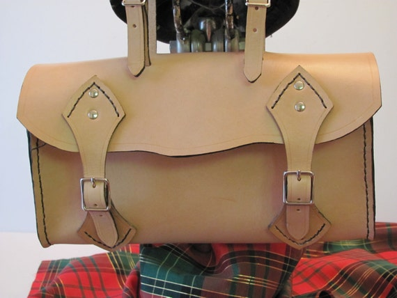 Leather saddle bag.leather bike goods. handmade leather saddle bag. Bike tote bag. Gifts for the cyclist. Cycle accessories