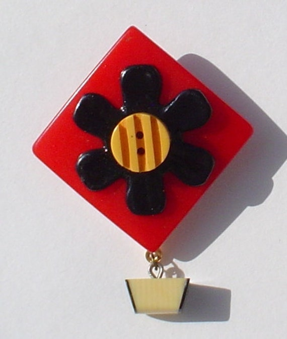 Vintage Button Pin/Pendant: Bakelite Red and Black Daisy with Dangle Vintage Button Jewelry