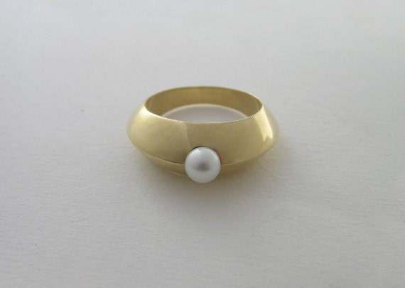 Solid 14k Gold Ring with a Pearl - Hollow Sculpted Ring - Solid Gold Jewelry