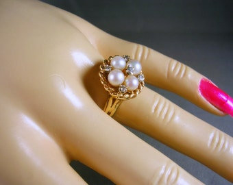 Vintage Pearl and Diamond Ring 4 pearls and .20Ctw Diamonds Size 7.5 YG 5.6gm 1970s era