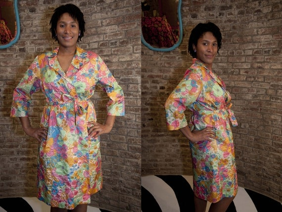 1960s Vintage Saks Fifth Avenue Robe / Bright Mod Flower Power Print Robe 60s / Small - Medium
