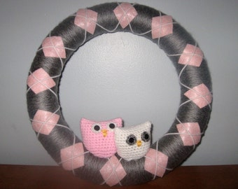 Grey and Pink Argyle Yarn Wreath with Owls