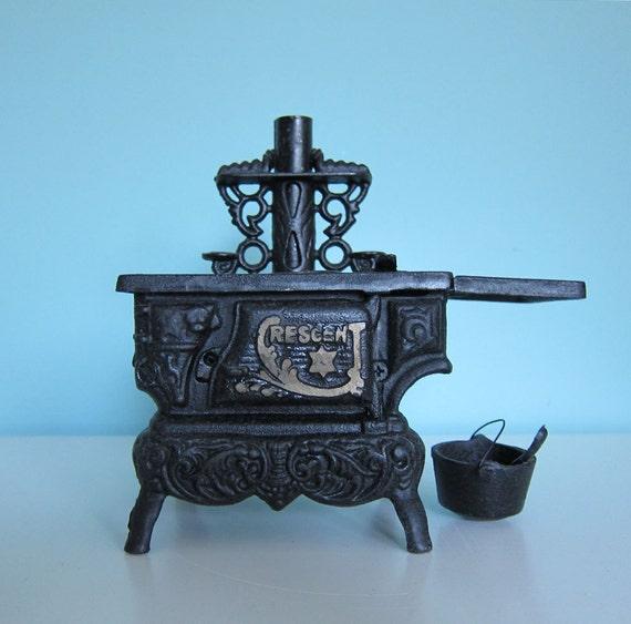 po le bois jouet po le crescent miniature. Black Bedroom Furniture Sets. Home Design Ideas