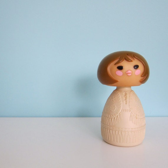 Avon Small World Cream Lotion Figure