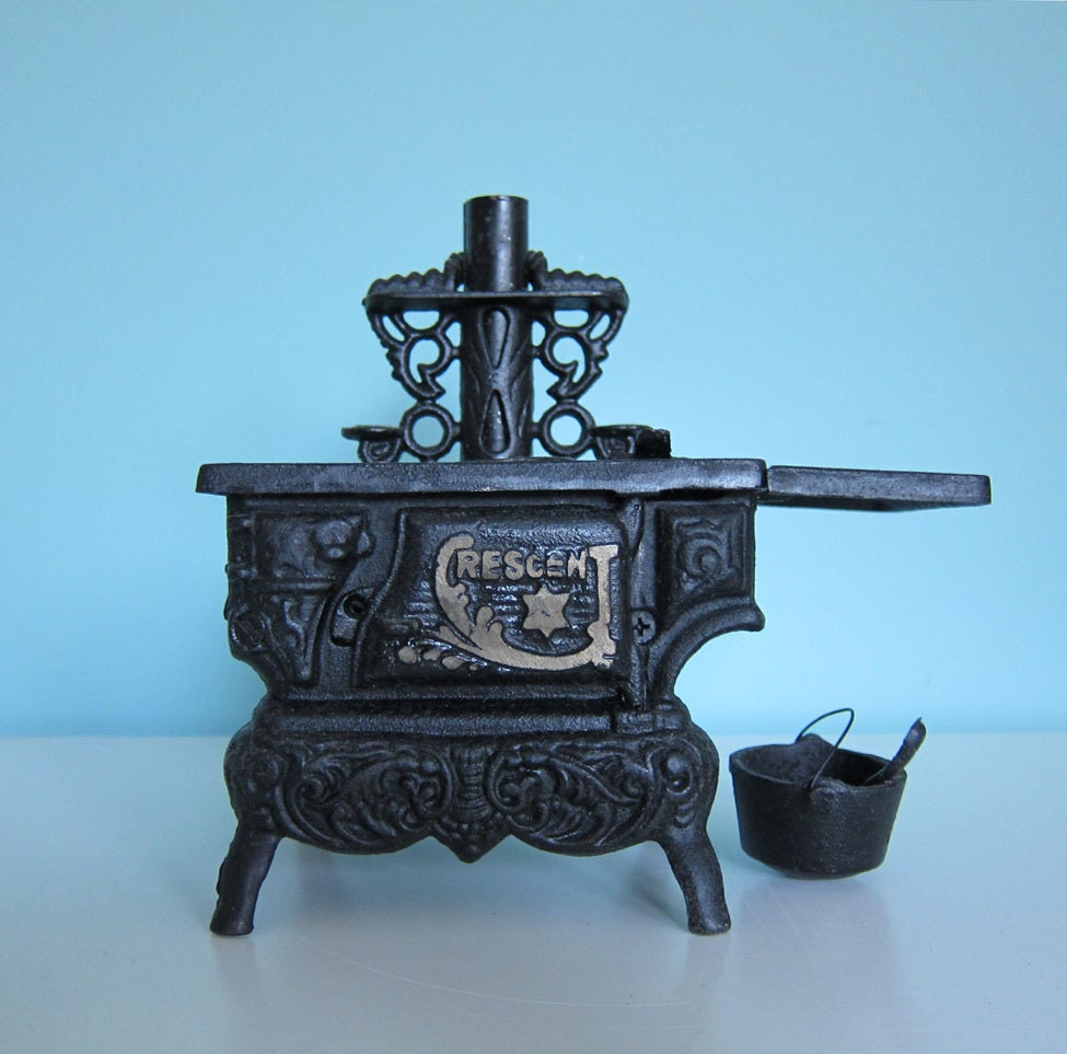 Mini Stove: Toy Stove Crescent Miniature Wood Stove