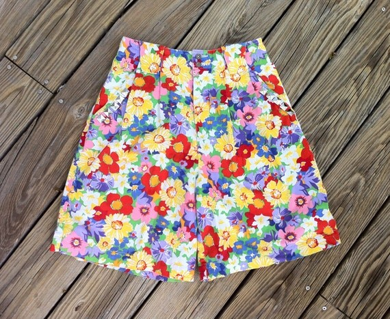 Floral Shorts ULTRA High Waist VINTAGE Studded Flower Power Pleated Shorts Culottes size US 5/6/7