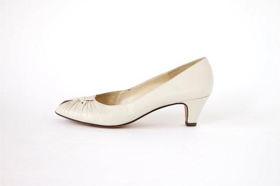 1980s vintage Italian cream leather peep toe heels 8