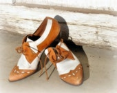 Lovely Brown and White Leather Oxford Lace up Shoes True Vintage Style, Ladies Sz 6