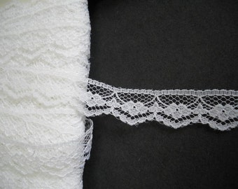 5yards - White  Lace Trimming - 15mm wide