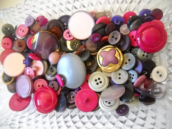Beautiful lot of vintage buttons- lot- r07