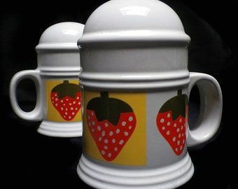 Vintage 1970s MOD Strawberries LARGE Salt & Pepper Shakers Groovy Strawberry 70s Kitchen Dining Room Home Housewares Decor Red Yellow Fruit
