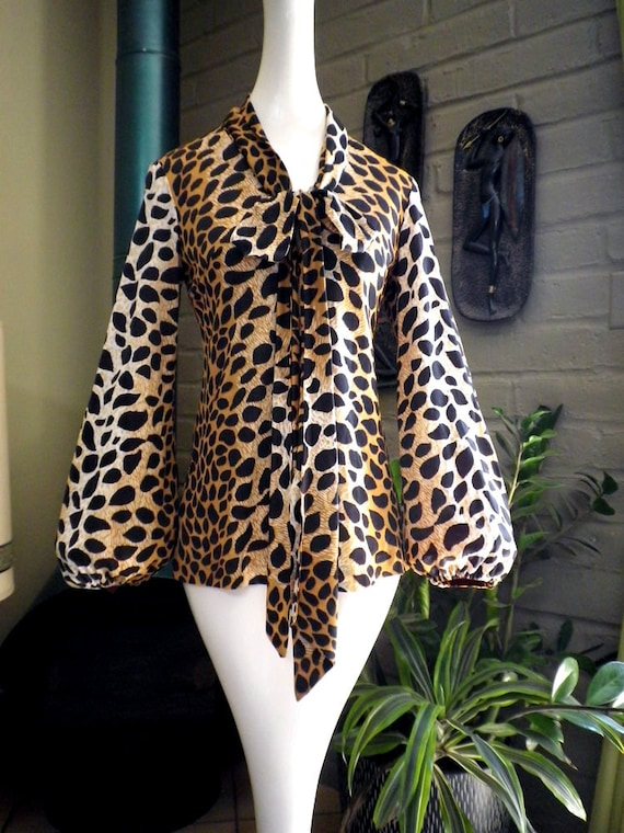 Vintage 50s 60s Sexy Leopard flare sleeve blouse with pants lounge set