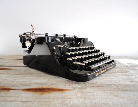 Pristine 1920s Underwood Portable Typewriter with Case