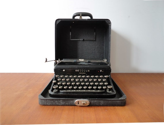 Royal O Touch Control Typewriter in Case. Like New Condition