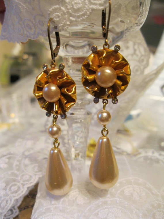 Versailles Luxe Earrings Golden Pearl Tear Drop Bridal Matte Golden Vintage