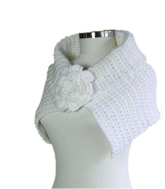 Capelet Scarf in Winter White with Flower Brooch - Bridal Shrug - Elegant Chic Bolero - Winter Fashion - Women Accessories - Wrap - Shawl
