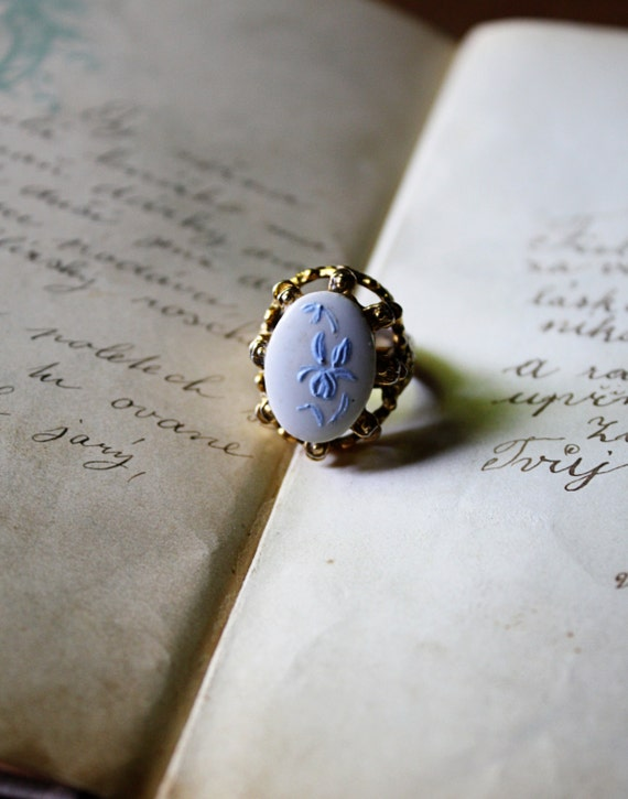 Vintage Gold Tone Ring with White and Blue Floral Cabochon