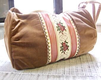 Vintage Carpet Bags of America 1970's Purse Handbag / Boho Fabric Purse