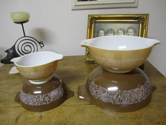 Set of Four Vintage Pyrex Mixing Bowl - Woodland Pattern
