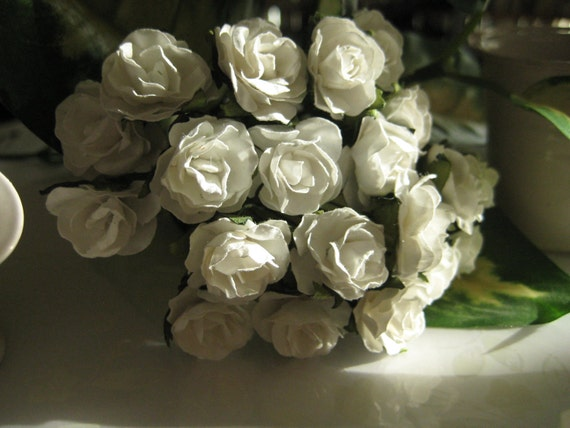 White Paper Roses with Green Leaves Great for Wedding Favors, Invitation Making & Scrapbooking, 1 inch / 25 mm, 20 roses