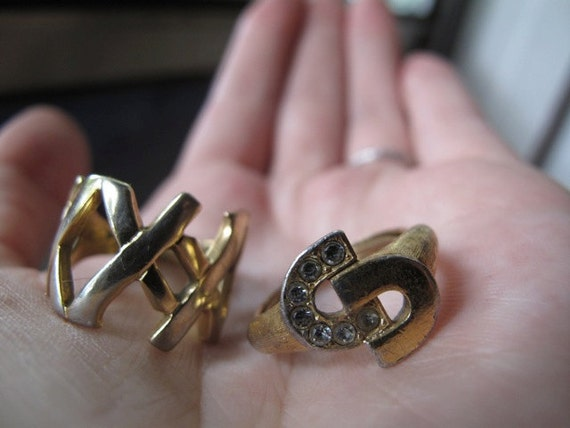 Pair of Two Vintage AVON rings - HORSESHOE & X's in GOLD