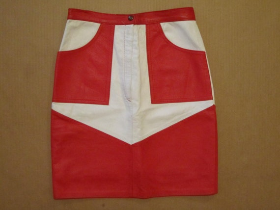 RED HOT Italian leather skirt - mod red white arrow design - 27 waist sz 0 2 XS