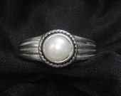 Pearl and Sterling Silver Ring - Vintage
