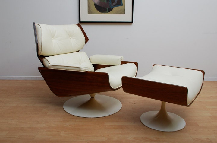 Mid century modern lounge chair with matching ottoman eames for Matching lounge furniture