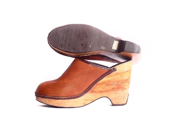Womens 8.5-9 Brown Leather WOODEN Heel Clogs