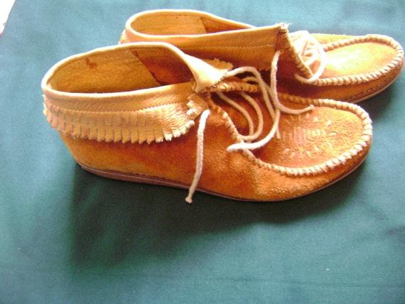 Vintage 1960s-1970s Brown Suede  Moccasin Fringe Ankle Boots
