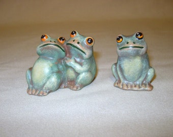 Frogs, ceramic frogs, miniature frogs, three sitting frogs