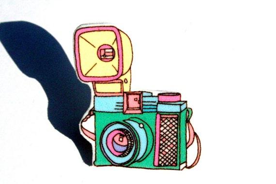 Small Retro Camera Brooch Pin