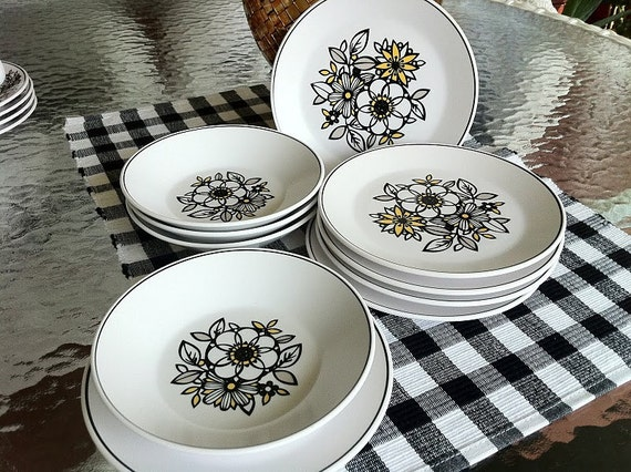 Vintage Noritake Tressa Fruit Bowls and Bread Plates