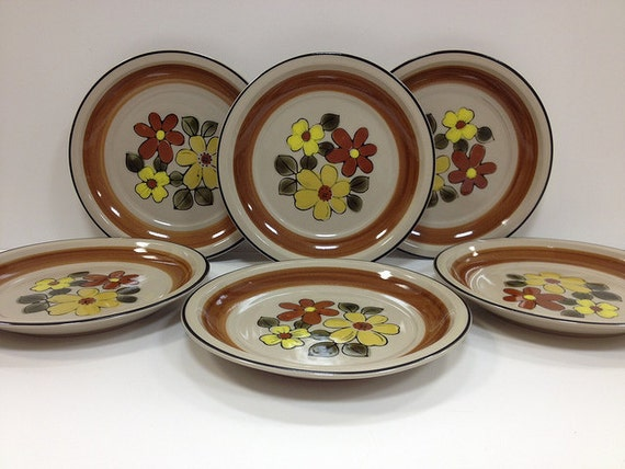 1970s Vintage Plates Daisy Vale JCPenney