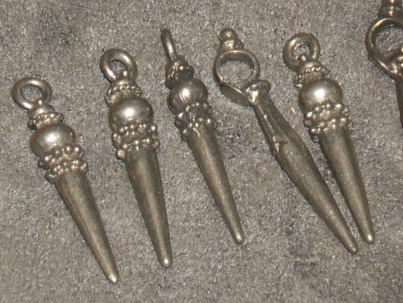 Silver SPEARS Vintage 70's 22mm hammered pewter charms (5)