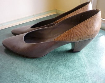 Vintage '70s SAKS FIFTH AVENUE Slate Grey Leather Lizard Wood Stacked Heel Pumps Size 8