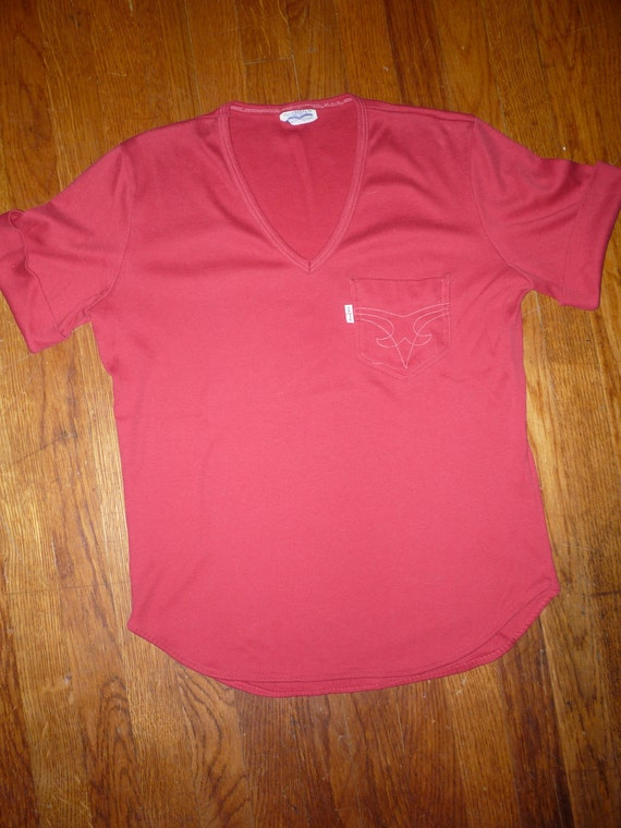 70's Vintage Red LEVI'S Women's Fitted V - Neck Cropped T Shirt w/ Pocket Very Rare